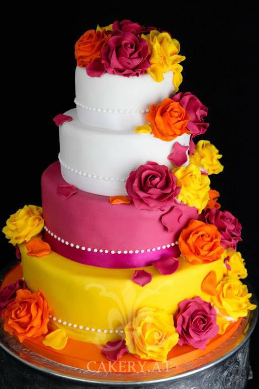 Beispiel: Torte mit Zuckerblumen, Foto: Rita The Cakery.