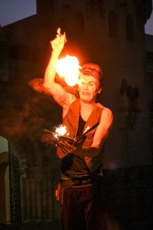 Mr.Milk - Espetáculos e Eventos  Show de fogo com magia
