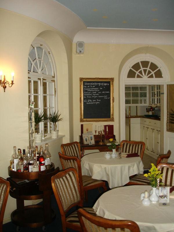 Beispiel: Gastraum, Foto: Restaurant & Café Drachenhaus.