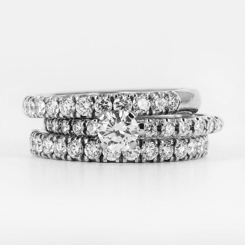 Три кольца объединённые в один стильный сет Полная стоимость зависит от выбранного размера и характеристик бриллиантов.  Для расчета стоимости или заказа звоните  8 (495) 125 25 05