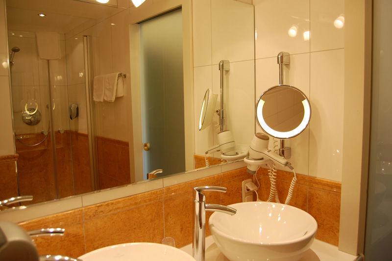 Beispiel: Badezimmer, Foto: Wedding Hotel Heitzmann.