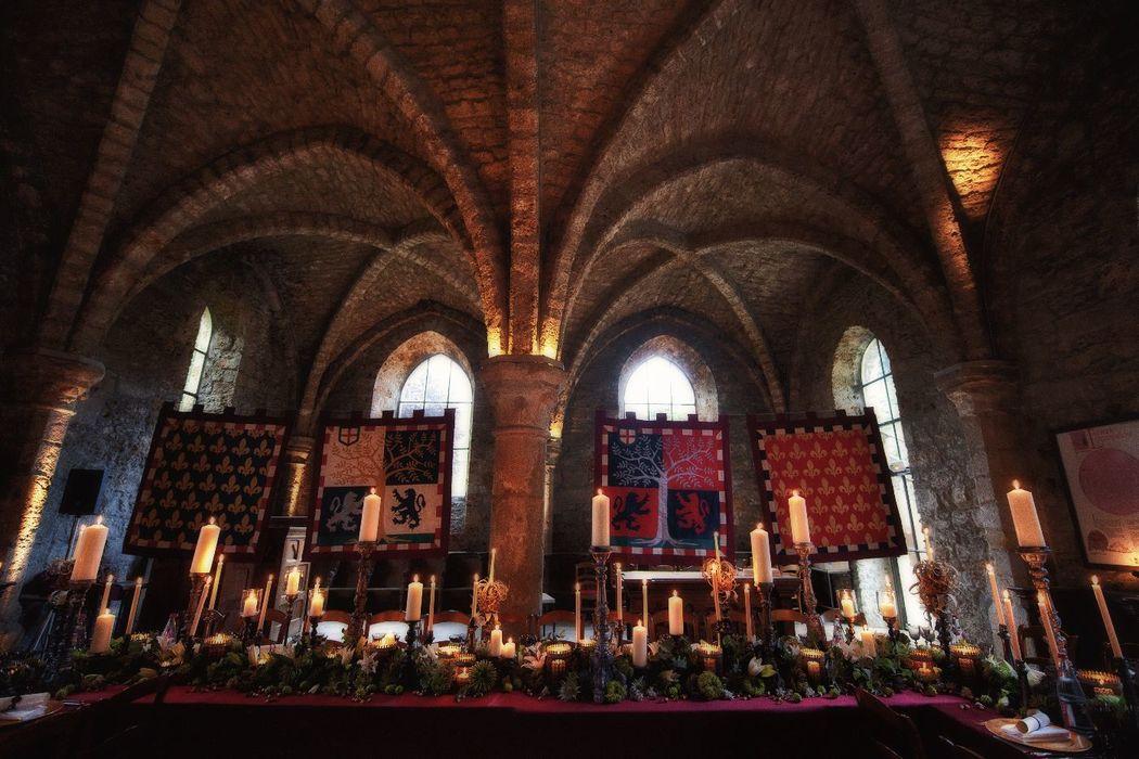 Mariage de Stéphanie & Cyrus, Abbaye des Vaux de Cernay, décoration Eric Chauvin, crédit Jack Gautier