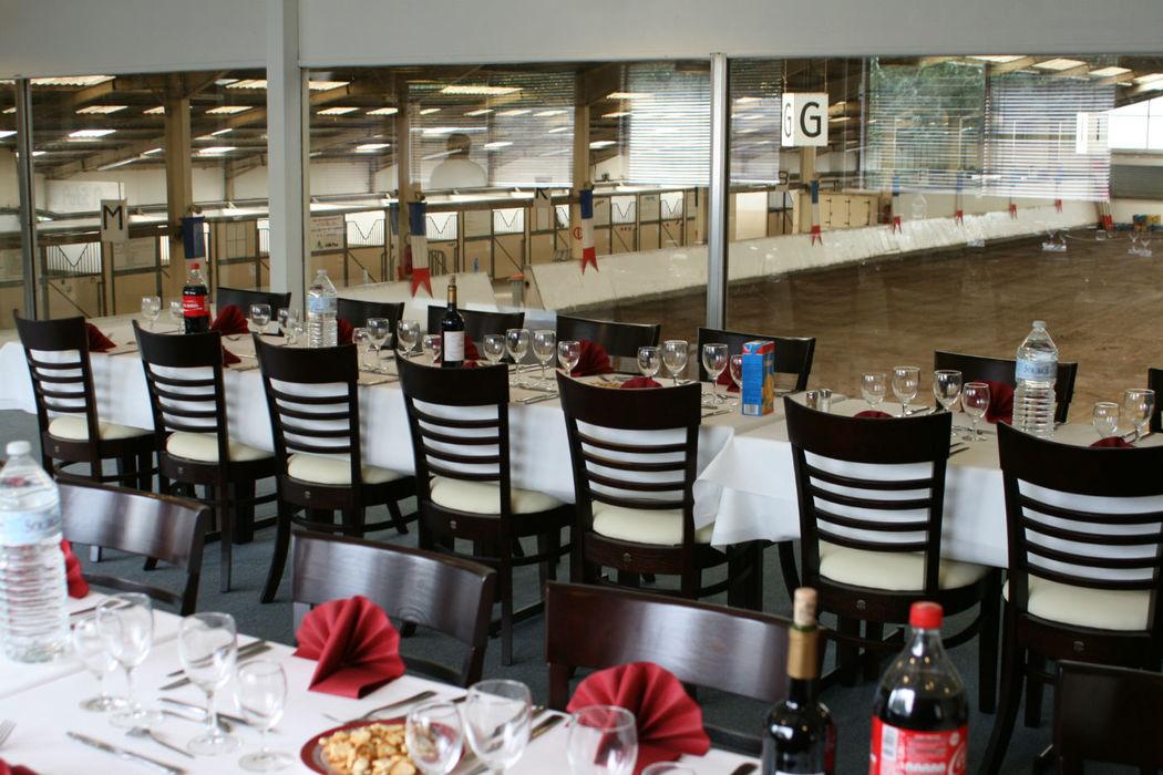 Restaurant La Licorne Salle de séminaire et réception avec vue panoramique sur le centre équestre.