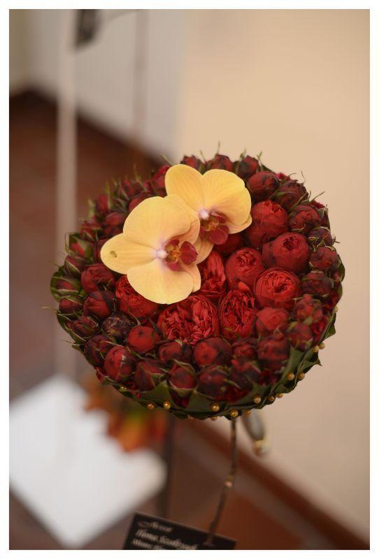 czerwień z phalaenopsisem #różaangielska