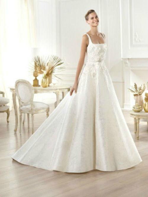 Beispiel: Brautkleid von Elie Saab, Foto: PETRA PABST Braut- und Abendmode.
