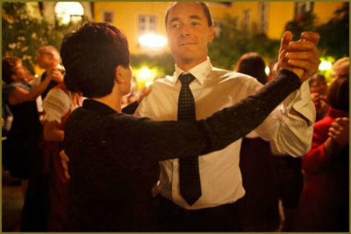 Beispiel: Gäste auf der Tanzfläche, Foto: Haute Couture.