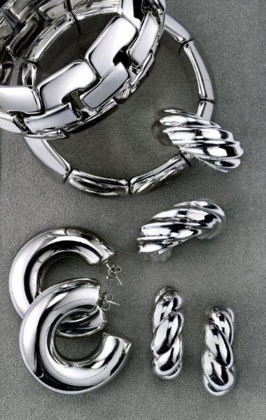 Pulseras y pendientes de plata