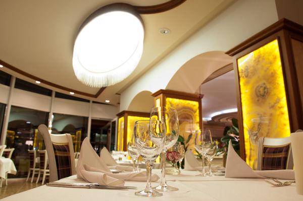 Beispiel: Restaurant Pavillon, Foto: AKZENT Hotel Altdorfer Hof.