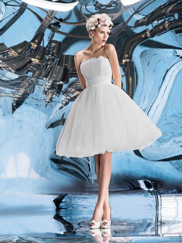 Короткое пышное свадебное платье с обрезным корсетом от Helen Miller