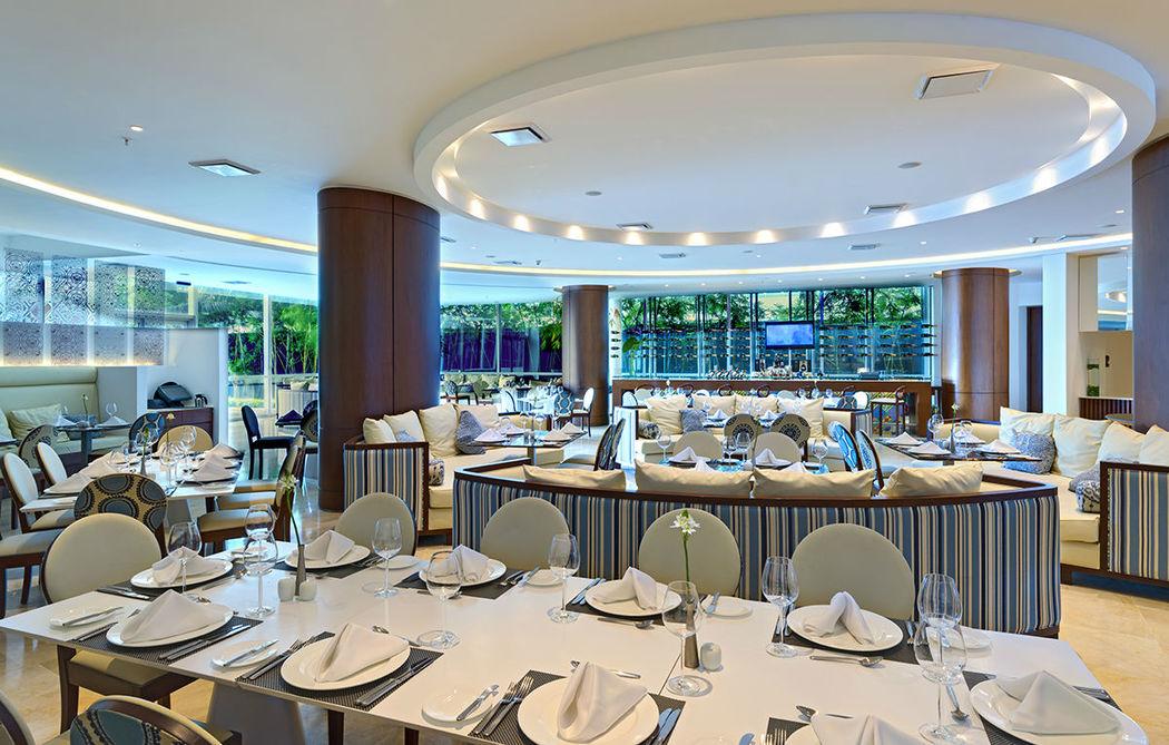 Blue Restaurant & Bar Lounge dispone de tres ambientes.