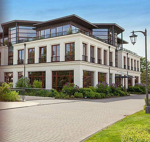 Beispiel: Tagungszentrum Aussenansicht, Foto: www.hohe-duene.de.