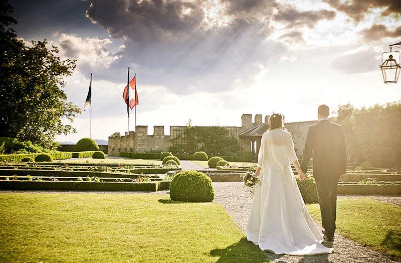 Beispiel: Brautpaar im Schlossgarten, Foto: Schloss Lenzburg.