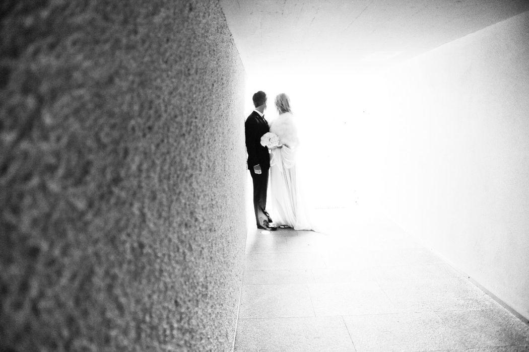 Hochzeitspaar in Unterführung zum Privatstrand, Foto: Park Weggis.