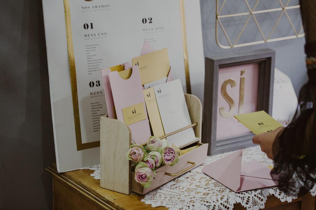 Colección 'SI' de papelería de bodas by Loveratory. Minimalista y centrada en el papel. Moderna y elegante.