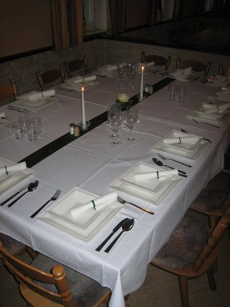 Beispiel: Tischdekoration, Foto: Gasthof Peterwirt.