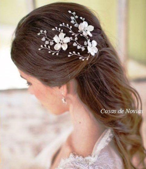 Horquillas decoradas con ramas de pedrería cristal, perla-arroz y flores esmaltadas