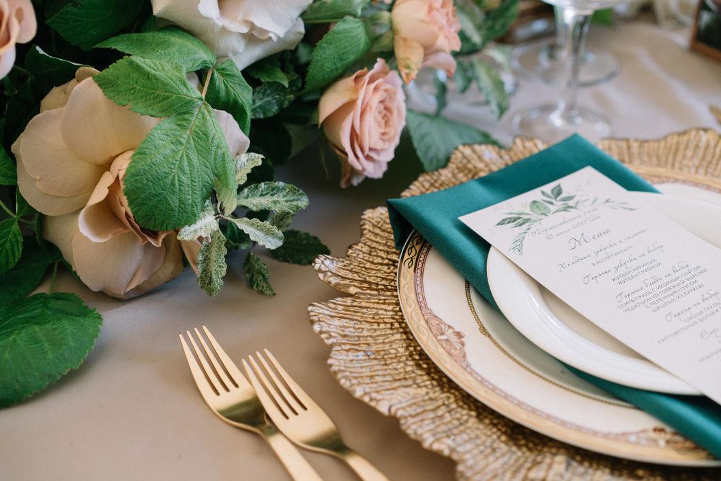 Сервировка для свадьбы в цветах Greenery