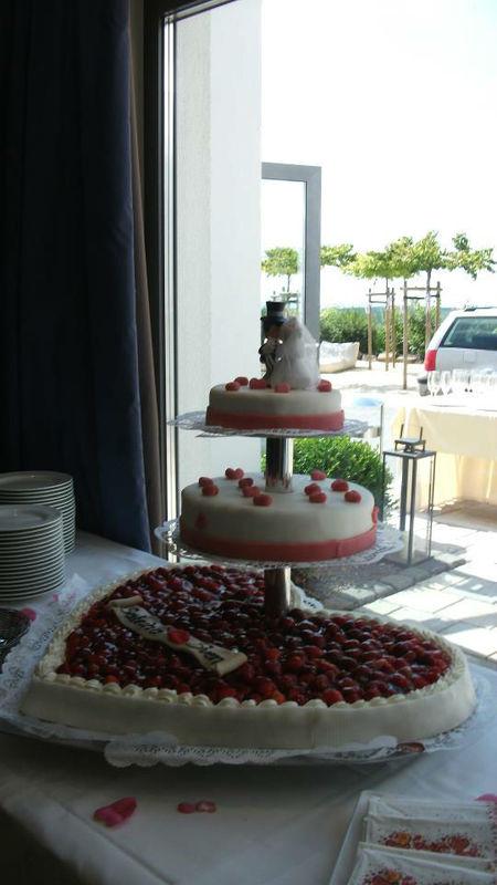 Beispiel: Hochzeitstorte, Foto: Hotel Heinz.