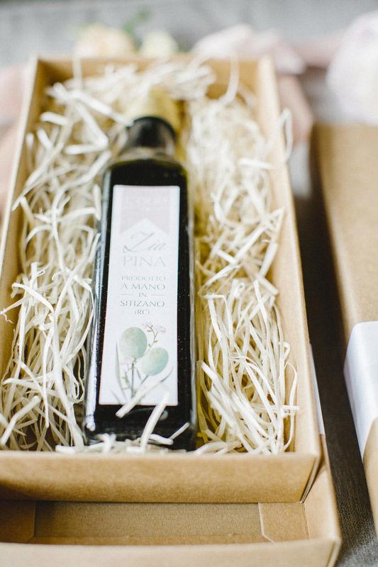 L'olio di Zia Pina: bomboniera con packaging personalizzato - foto di Les Amis Photo