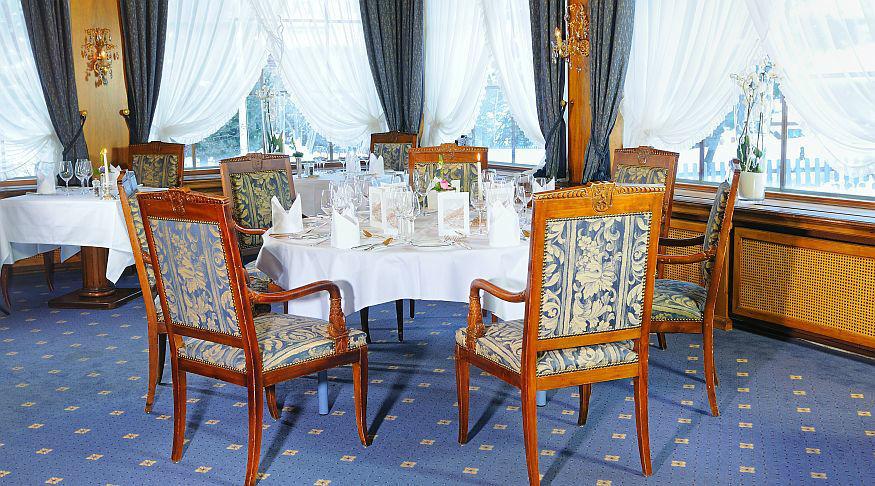 Beispiel: Hochzeitsgedeck, Foto: Grand Hotel Zermatterhof.