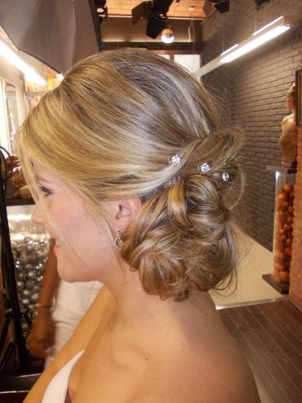 Pruebas , Recogidos diferentes probando varios peinados,  con nuestra novias, nos encanta !!