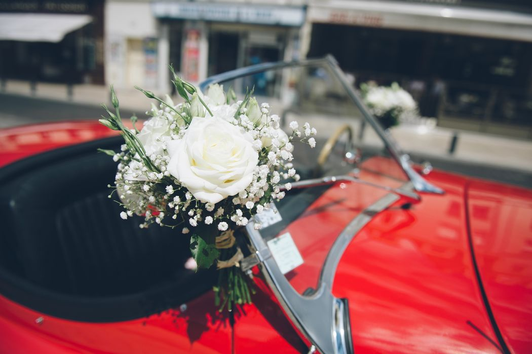 Voiture des mariés. Floasis Events wedding planner. Photo Olivier pour Pearl. Bouquet Aude Rose.