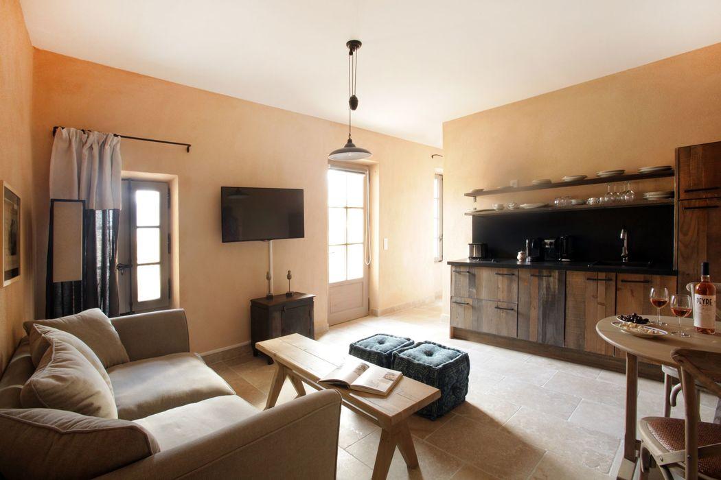 Des suites spacieuses et pleines de charme Style, confort et charme pour recevoir vos invités au domaine des Peyre
