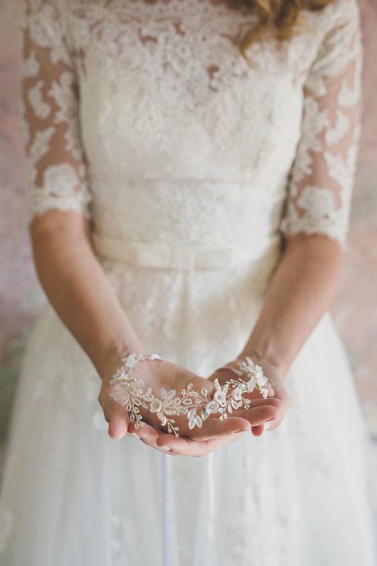 Cerchietto gioiello con cristalli satinati e fiori realizzati a mano | Elibre Handmade