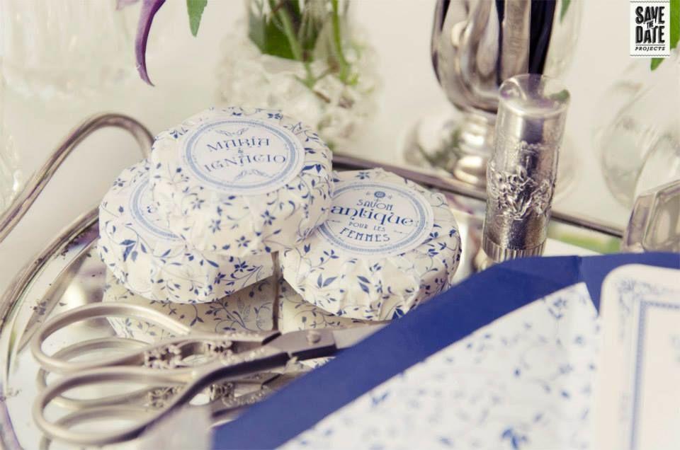 Detalle etiqueta para jabón - Invitación de boda vintage personalizada impresa en letterpress (impresión con relieve).