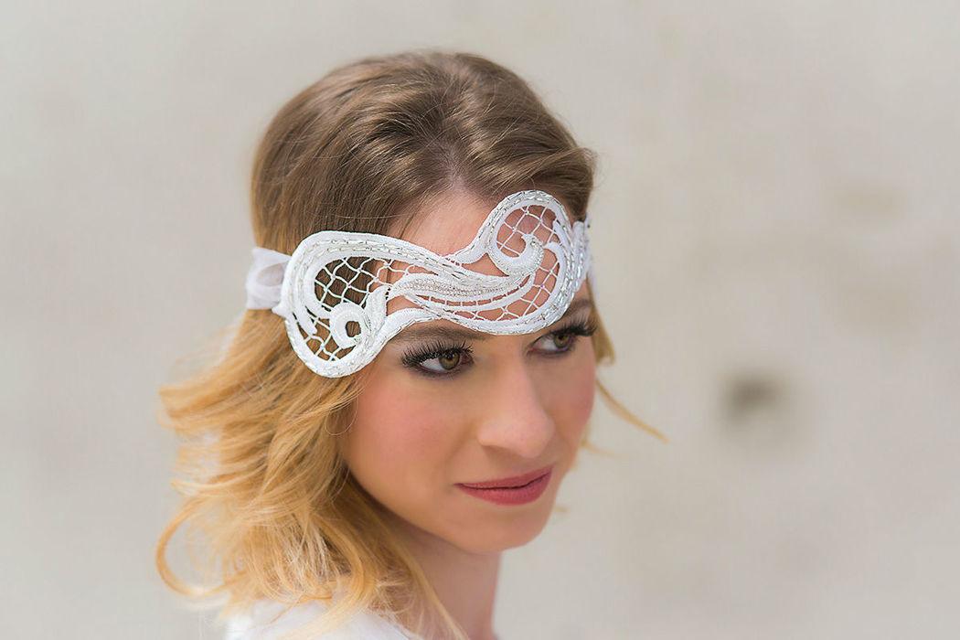 Braut Stirnband aus von hand bestickter Spitze Bridal headband with bead embroidery
