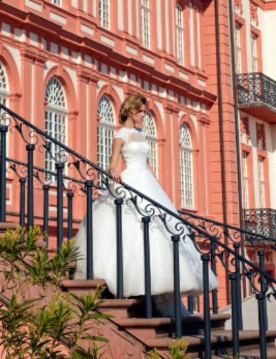Beispiel: Brautkleid, Foto: Hochzeitshaus Wiesbaden.