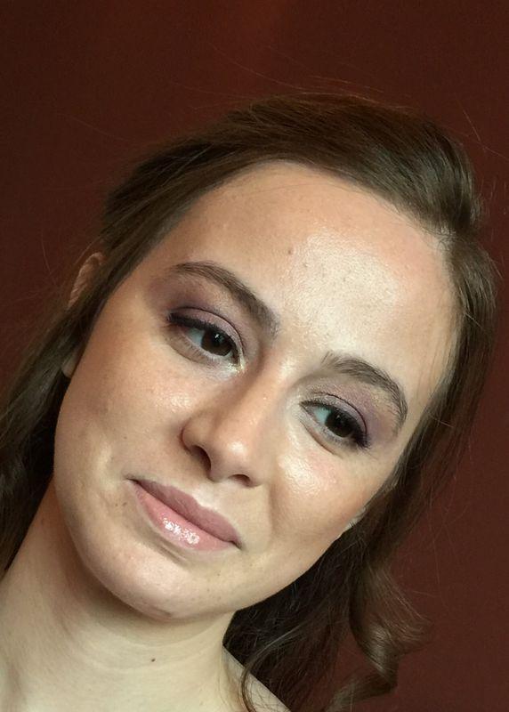 Sofia Ribeiro Make up - Simples, com elegância e com muito brilho escondido por trás. Está Noiva
