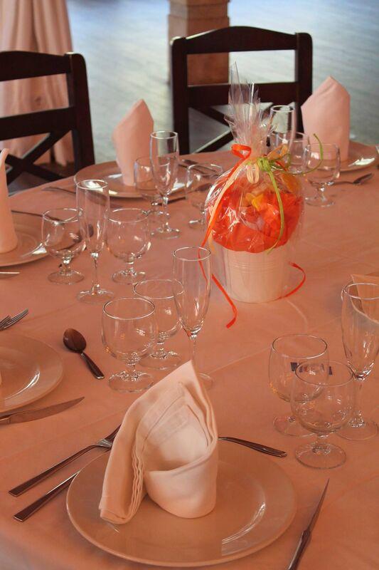 Mi mundo de las golosinas Detalle de mesa en tonos naranja
