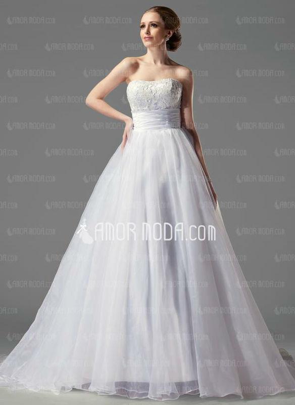 Beispiel: Braut, Foto: AmorModa.