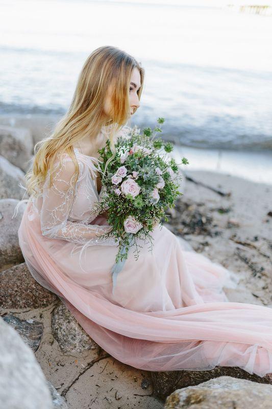 Florystyka: Mały Park Kwiaciarnia Alternatywna Sukienki: Dress Please Studio Mody Ślubnej Ozdoby: A dream twig - Wedding Accessories Makijaż: Agnieszka Doczik MakeUp Artist Fotograf: Jenny Pochtarenko photograph
