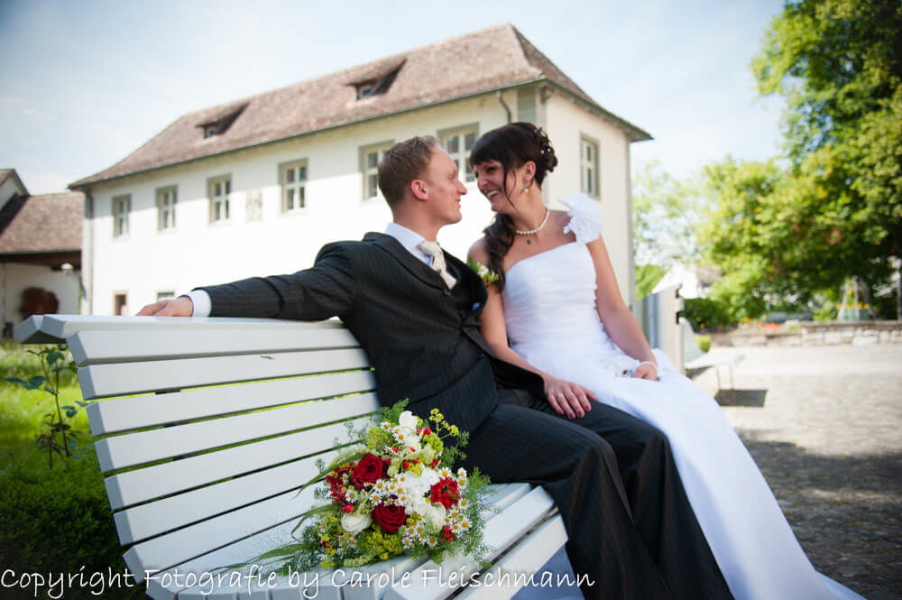Beispiel:Das Brautpaar machts sich bequem,Foto:Carole Fleischmann Fotografie