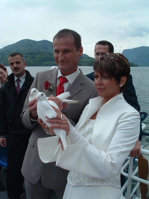 Beispiel: Hochzeitstauben-Hochlass vom Schiff, Foto: Mondsee Schifffahrt.