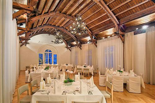 Beispiel: Hochzeitsgedeck im Tanzsaal, Foto: Gasthof Sternen.