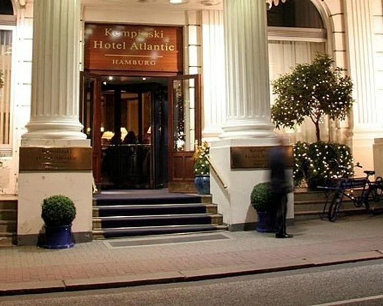 Beispiel: Eingang, Foto: Hotel Atlantik Kempinski.
