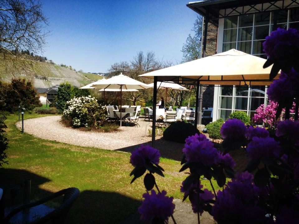 Beispiel: Gartenanlage mit Terrasse, Foto: Weinromantikhotel Richtershof.