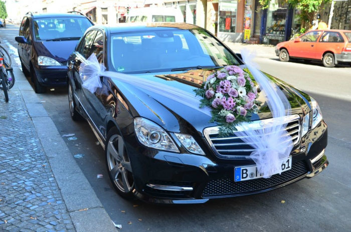 Beispiel: Autoschmuck, Foto: Blumen Dilek.