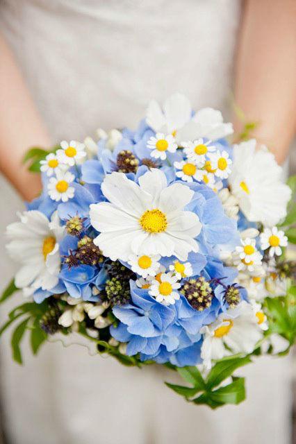 Beispiel: Sträuße für die Braut, Foto: Lily Deluxe Blumen.