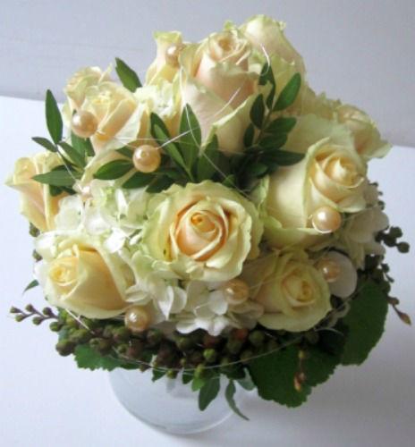 Beispiel: Brautstrauß mit weißen Rosen, Foto: Blumen Wunder.