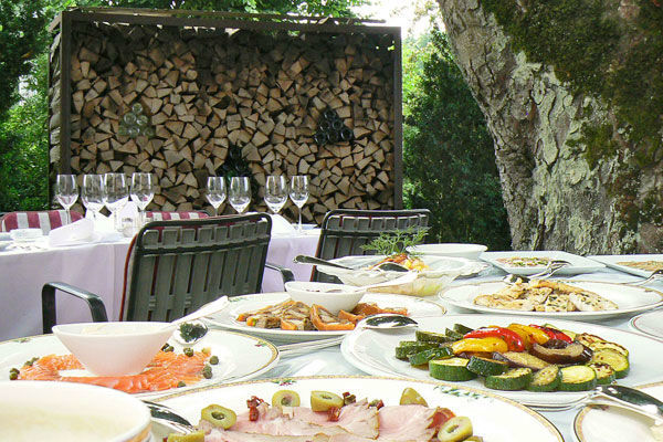 Beispiel: Speisen auf der Terrasse, Foto: Landgasthof Wartegg.