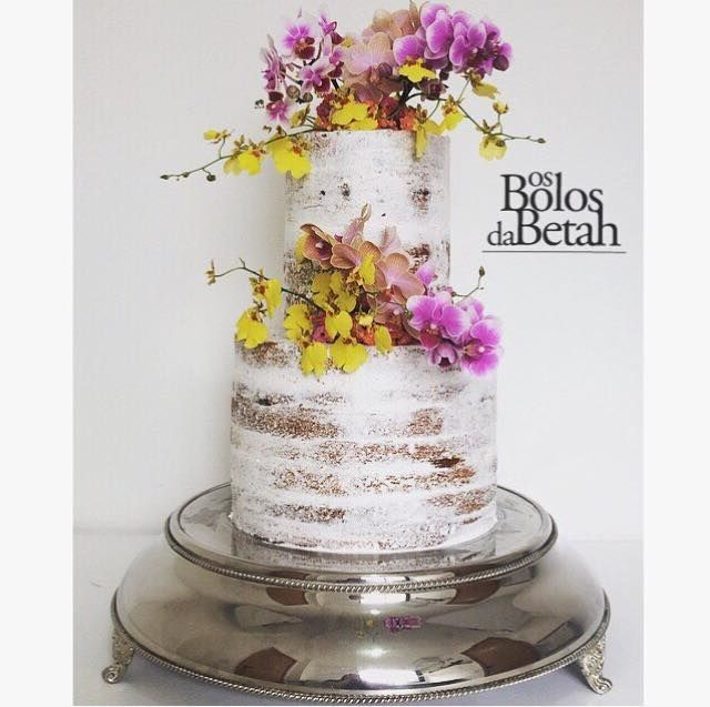 Semi Naked Cake estilo tower com orquídeas