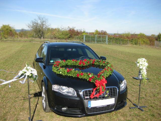 Beispiel: Autoschmuck, Foto: Blumenhaus Scholle.