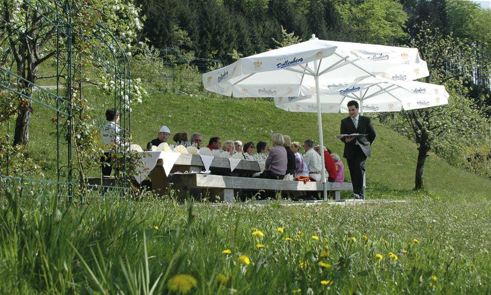 Beispiel: Kaffeetafel, Foto: Dollenberg Schwarzwald Resort.