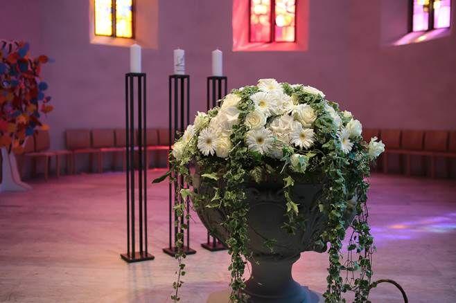 Beispiel: Blumen für die Kirche, Foto: Blumen Goldmann.