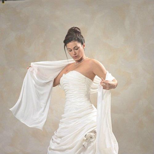 Beispiel: Stola aus Chiffon, Foto: Braut Boutique.