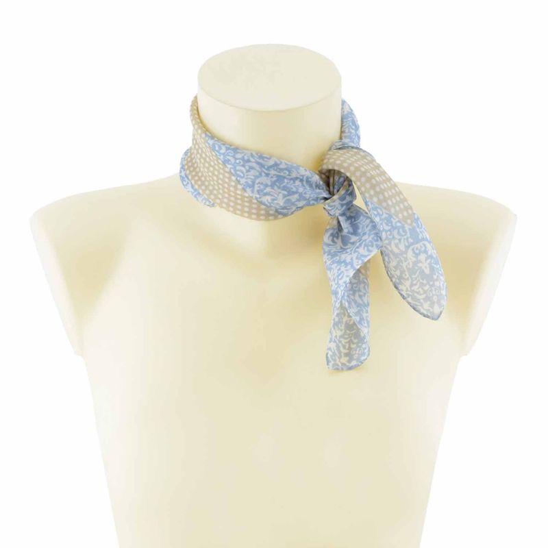 Pañuelo pequeño seda con motitas. Otros colores disponibles. Medidas: 0,50 x 0,50 cm. http://www.paulaalonso.es/fulares-panuelos-y-chals/8092-panuelo-pequeno-seda-con-motitas.html#